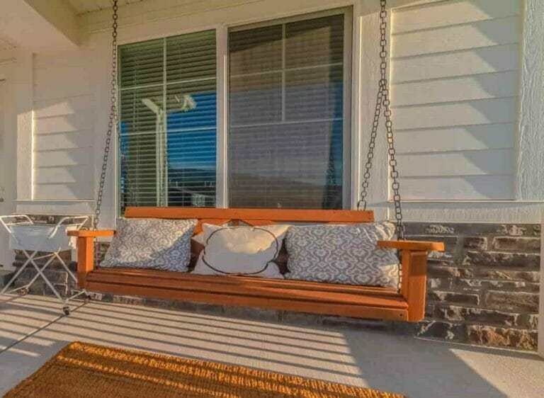 How to Hang a Porch Swing From a Ceiling